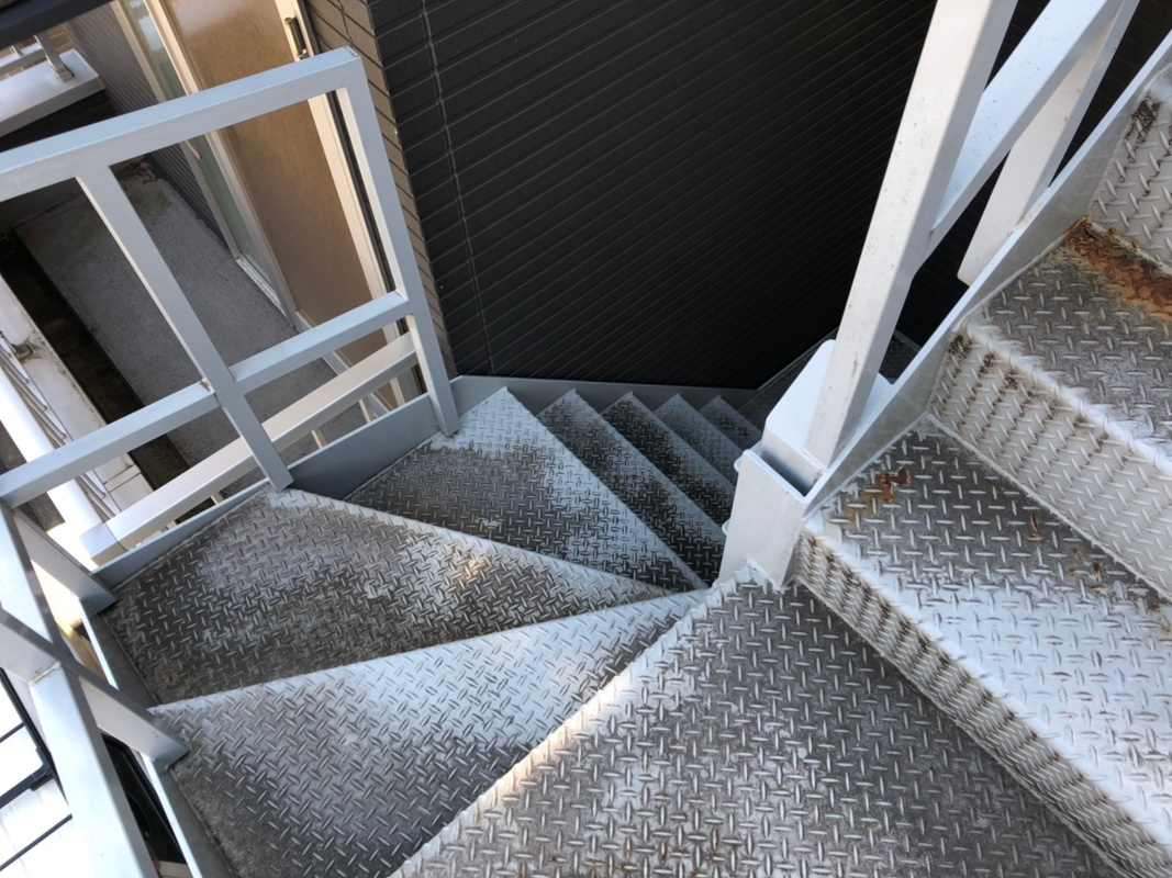 東京都江戸川区のK様T3階建てアパート鉄骨階段塗装工事