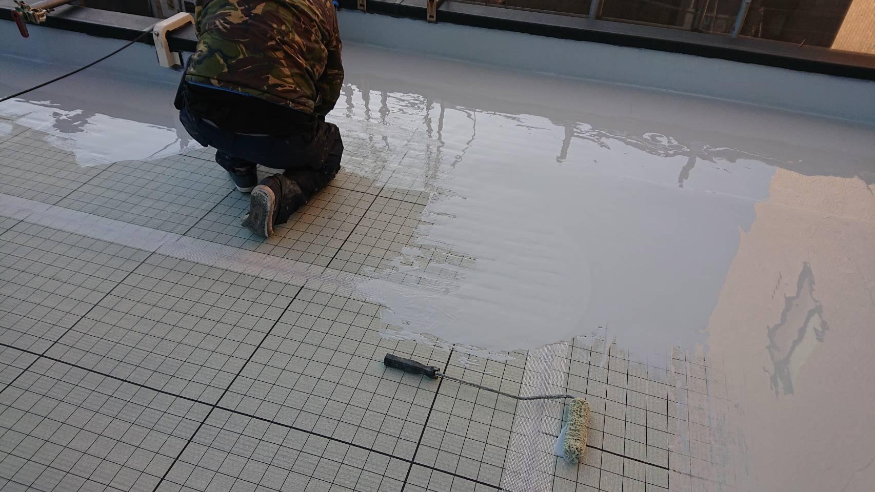 屋上防水工事通気緩衝工法を行っております。