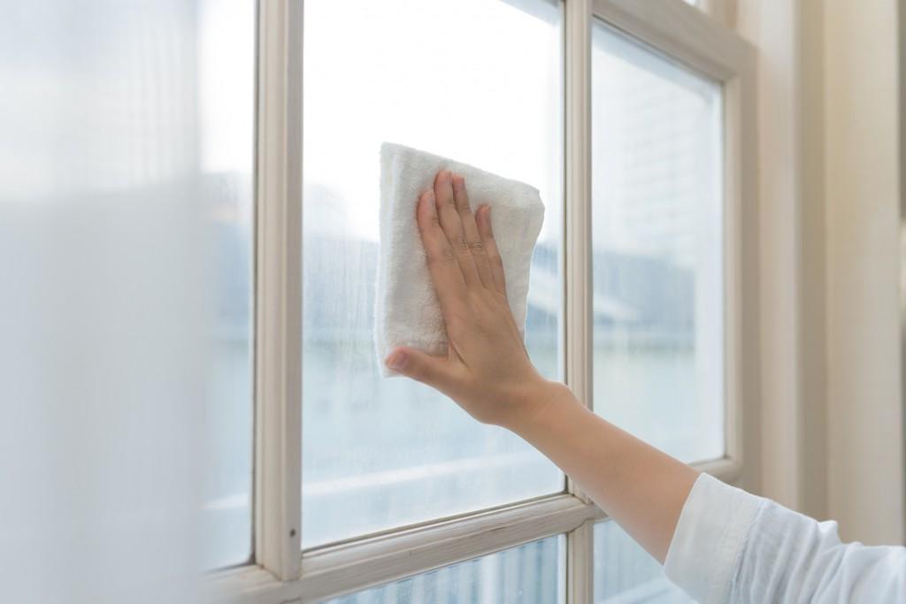 窓掃除は梅雨がおすすめ【掃除の裏技】